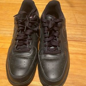 Air Force 1 Low, all black
